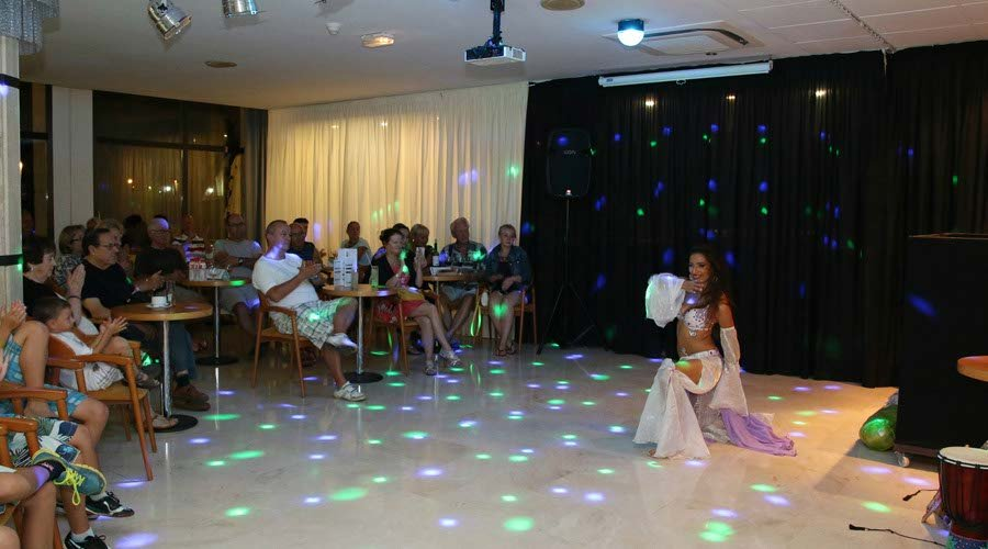 Entertainment night hotel platja daro